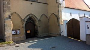 kostel-zlata-koruna-vstup